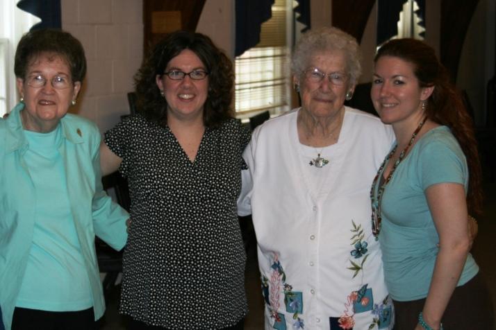 Grandma, Leann, Grandma Nina and my sister, Amber ~ May 2007 baby shower